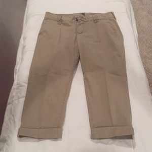 Simple but cute Jag capri pants